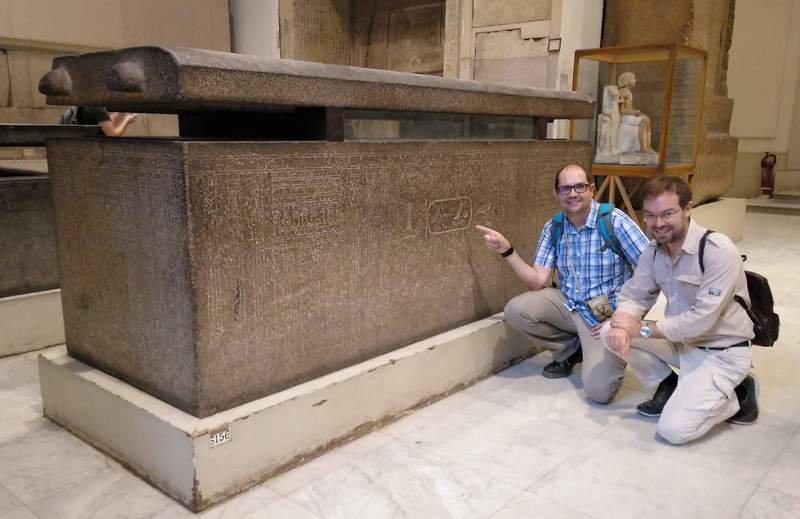 Nacho Ares y Javier Sierra en el museo de El Cairo